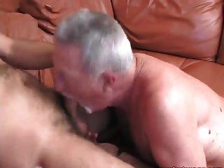 El chico más viejo obtiene la realeza follada con cumshot enorme!