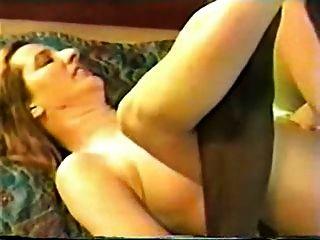 Hotwife madura en una habitación de motel con toro negro
