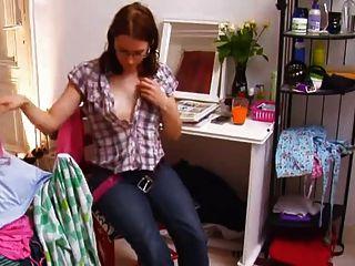 Zoey bating en su habitación