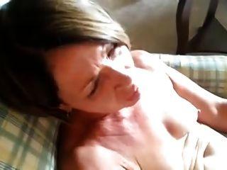 Hermosa madura es lamido al orgasmo