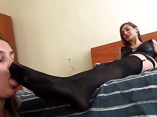 Amante rusa usa lesbianas pie esclavo