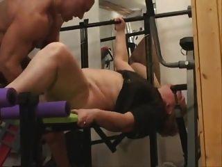 Abuelita gorda hace anal en el gimnasio