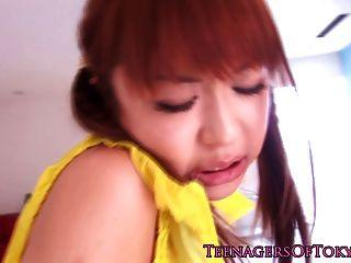 Adolescente japonesa bonita follando en sus bragas