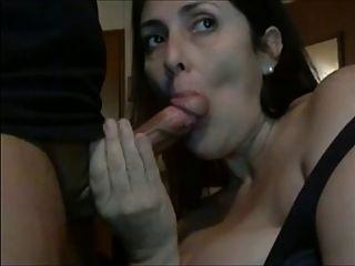 Amateur 2 mujer bonita mamada chupar y tragar cum todo