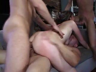 Hot milf seduce a 3 trabajadores a follarla