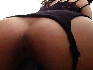 Latina sexy folla un enorme consolador