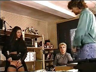En la oficina una tetas grandes intentar lesbo fisting y fuck anal
