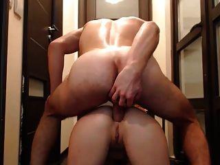 Sexo anal aficionado y corrida en la cara