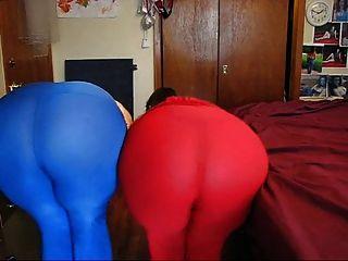 Señora tormentosa y no su hermana mostrando sus culos