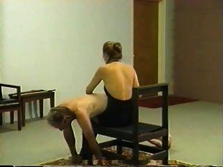 Retro privada whipping \u0026 caning sesión con la amante rubia
