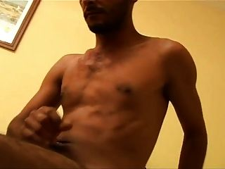 Hot turkish straight guy masturba su gran polla