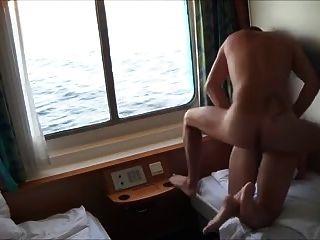 Doggy follando milf gf y darle un facial en crucero