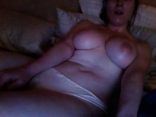 Viendo porno rizado y masturbándose