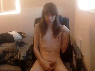 Cute tgirl cumming en la cámara