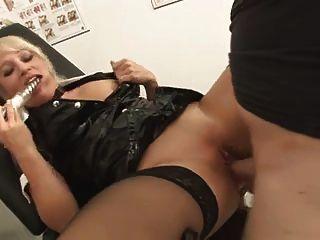 2 mujeres alemanas maravillosas analsex y compartir el cum