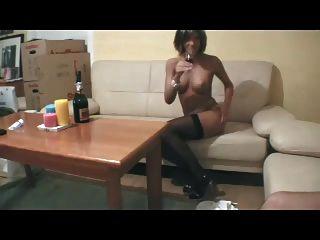 Chica aficionada flaca chica anal en medias y tacones altos