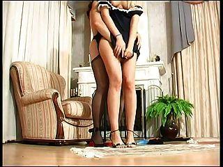 Señora de la casa castiga doncella