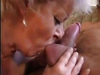 Abuela recibe un coño se extiende con una gran polla