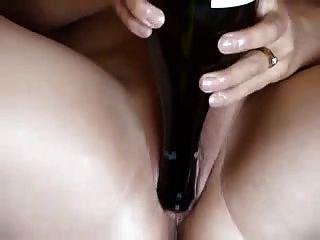 Busty gordito aficionado con pepino y botella