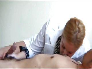 Mujeres chupar los pezones masculinos 6
