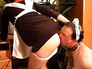 Una sirvienta con su culo licker esclavo