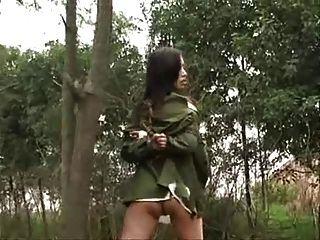 Chino, ejército, niña, atado, árbol, 3