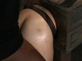 Chica en el culo de la caja follada
