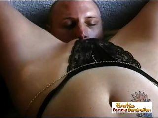 Hombre sumiso come su coño amante