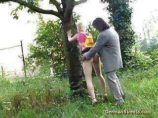 Adolescente recogido por sexo en la calle