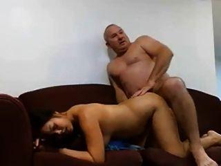 Hombre maduro folla a su mujer