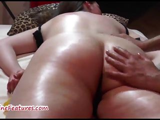 Chubby checo adolescente recibe masaje erótico y digitación dura