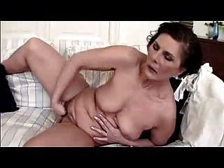Dedos maduros peludos su coño al orgasmo