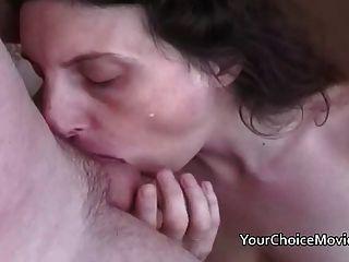 Leches maduras lactantes dando una gran mamada