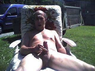 Abuelo al aire libre