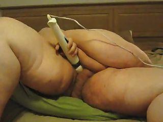 Ssbbw se masturba con la varita mágica
