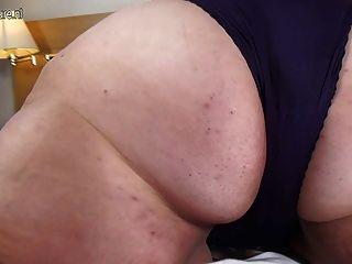 Gran madre aficionada con vagina hambrienta