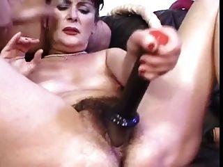 Linda peluda madura apenas follada y jugueteada