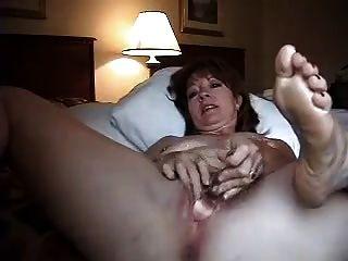 Esposa sola en la habitación del hotel