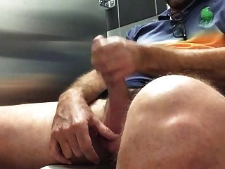 Str8 papá cum en baño público