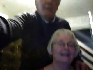 Pareja mayor en webcam