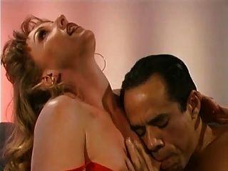 Marido mira a su esposa pelirroja follada por un desconocido