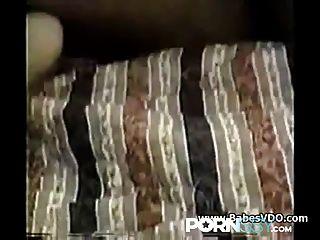 Toro negro hace milf cum delante de esposo