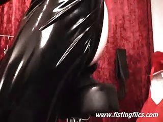 Xxl butt plug fuck en un asiento de bicicleta