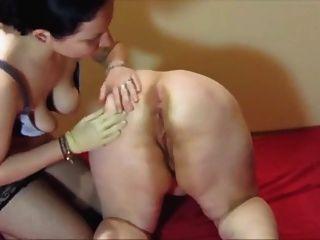 Muter las lesbianas anal y fisting coño