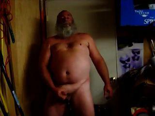 Golpe del papá str8 en el sótano