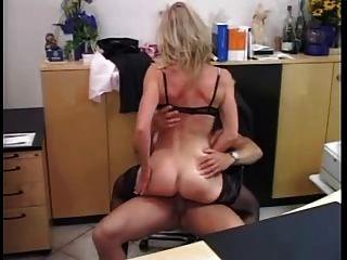 Milf alemán follado en la oficina