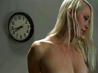 Orgasmo múltiple rubio en sybian