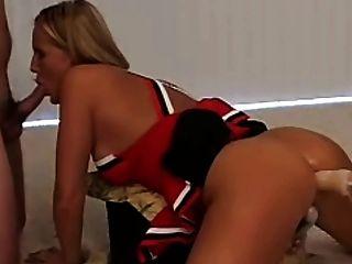 Rubia sexy con máquina de mierda