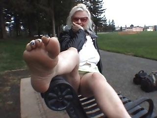 Ven y bésame los pies