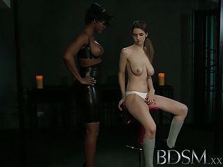 Bdsm xxx joven recibe un shock de sexy lesbian amante